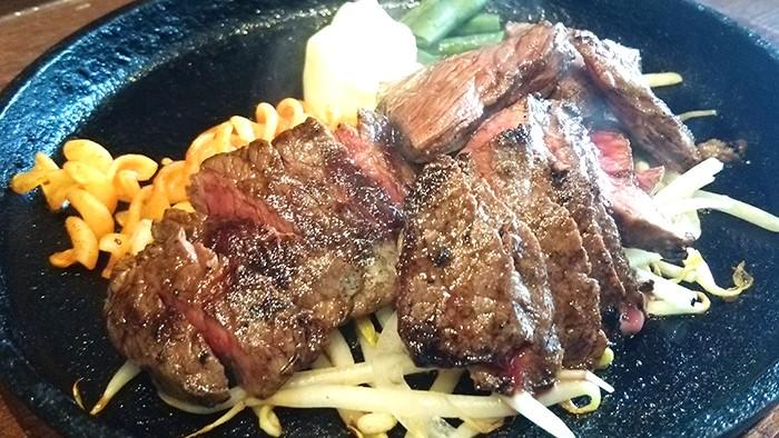 国産牛肉ステーキの写真