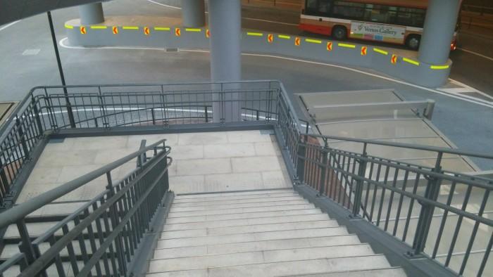 階段を降りましょう