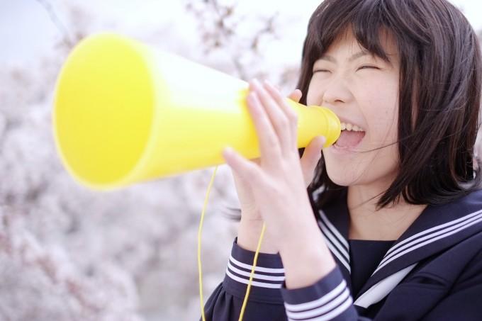 「辞めてやる!」と叫ぶ!カラオケで大声で歌う